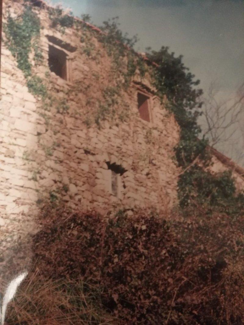 Località Godano rustico a La Spezia in Vendita