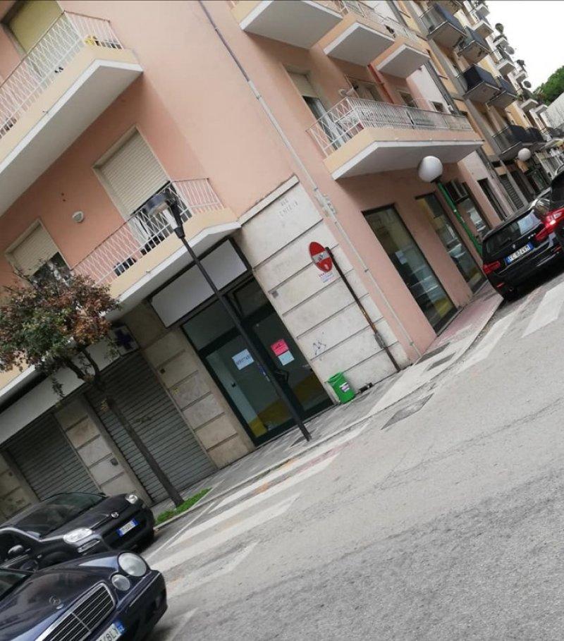 Pescara centro locale commerciale a Pescara in Affitto