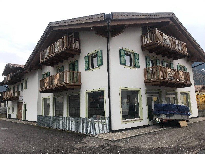 Predazzo casa uso commerciale o artigianale a Trento in Vendita