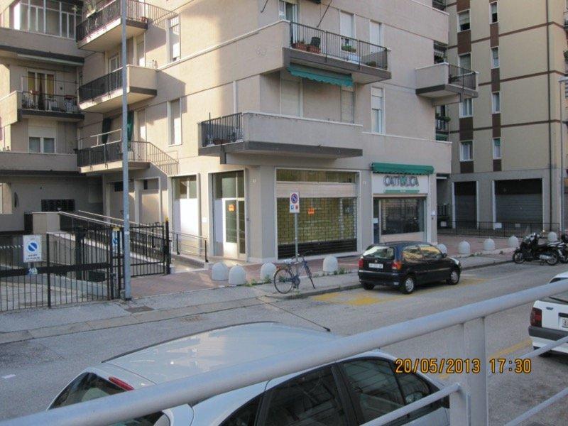 Verona negozio ufficio a Verona in Affitto