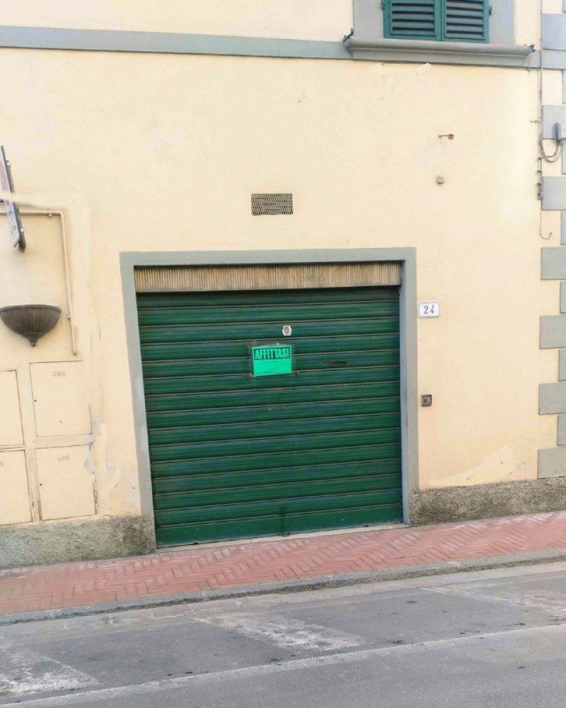 Signa locale per uso commerciale a Firenze in Affitto