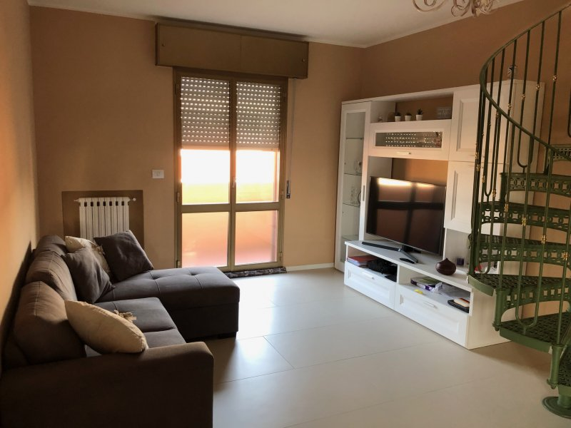 Calderara di Reno alloggio in camera matrimoniale a Bologna in Affitto
