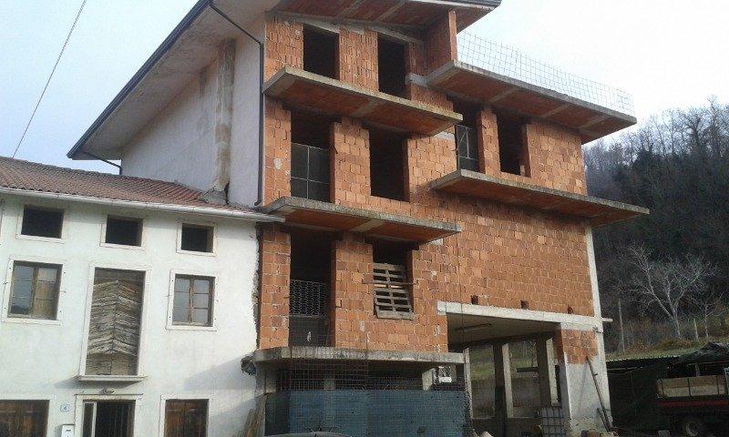 Nogarole Vicentino rustico con costruzione a Vicenza in Vendita
