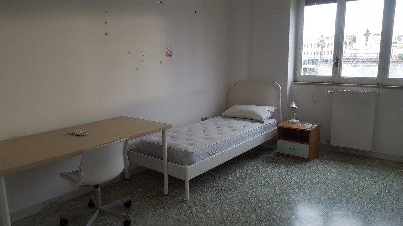 Bari ampia stanza arredata a Bari in Affitto