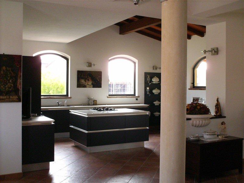 Villa indipendente con giardino a Felino a Parma in Vendita