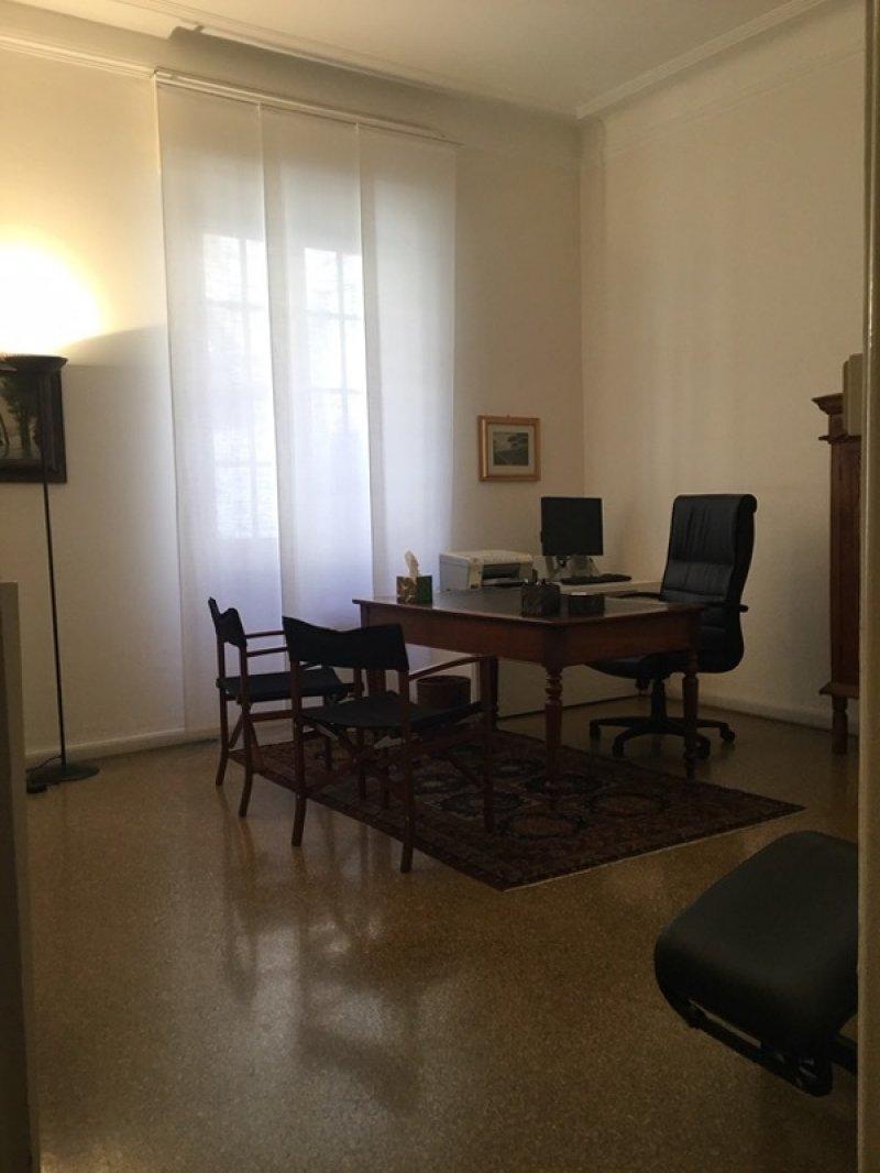Genova stanza in studio professionale a Genova in Affitto