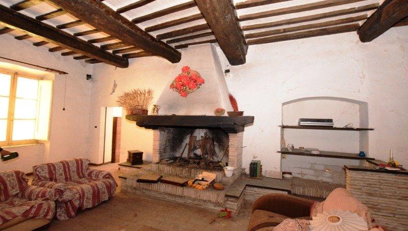 Foligno nella frazione di Pale struttura ex molino a Perugia in Vendita