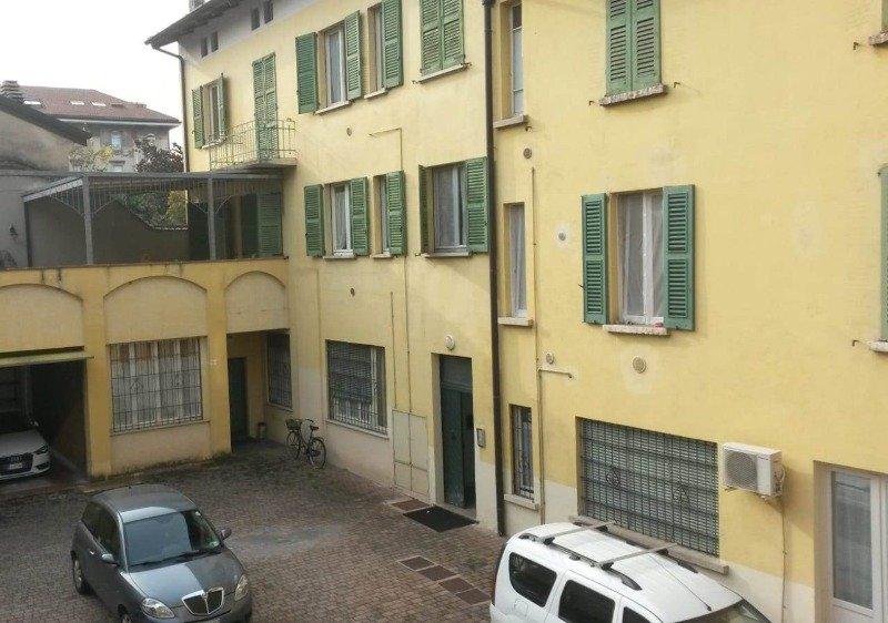 Brescia a ragazza stanza singola in appartamento a Brescia in Affitto