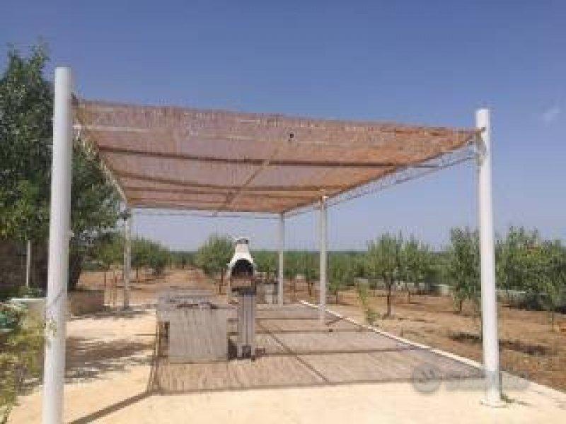 Toritto terreno con trulli da restaurare a Bari in Vendita