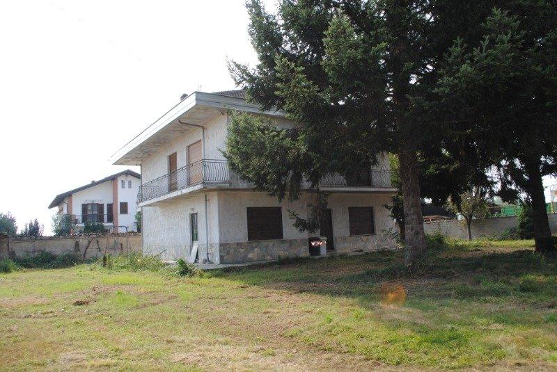 Osasio villa con ampio giardino a Torino in Vendita