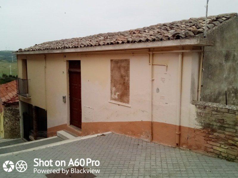 Candela casa autonoma a Foggia in Vendita