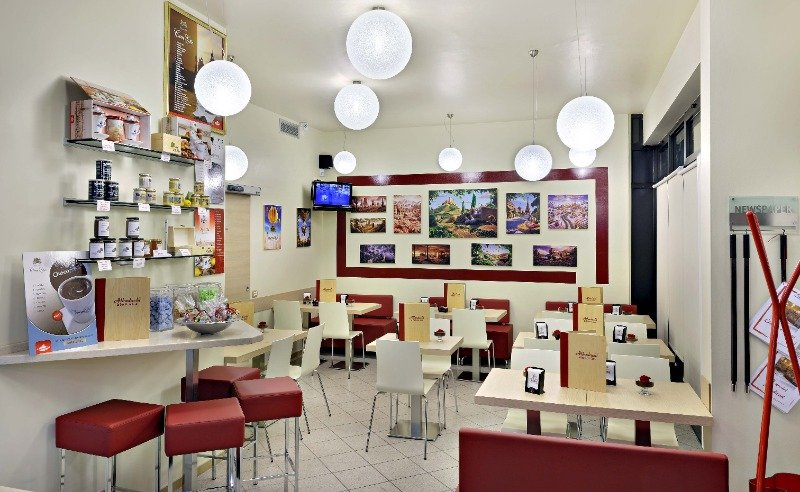 Carignano cedo attività bar ristoro a Torino in Vendita