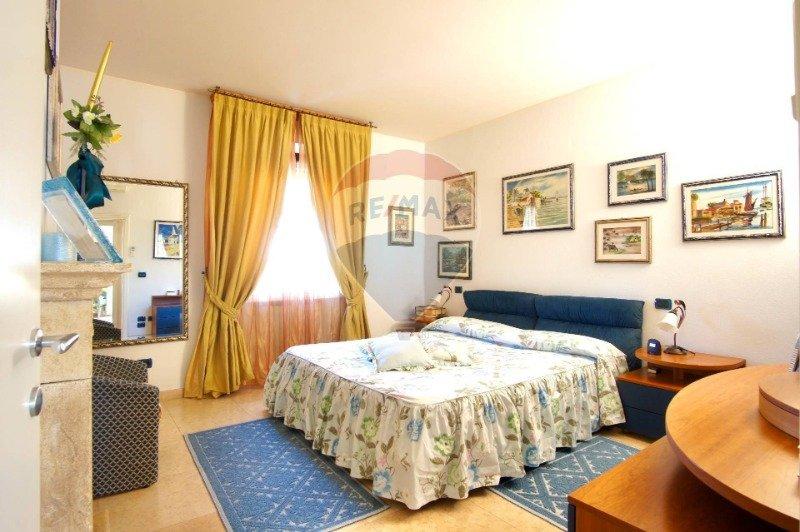 Rimini villa signorile con ampio giardino a Rimini in Vendita