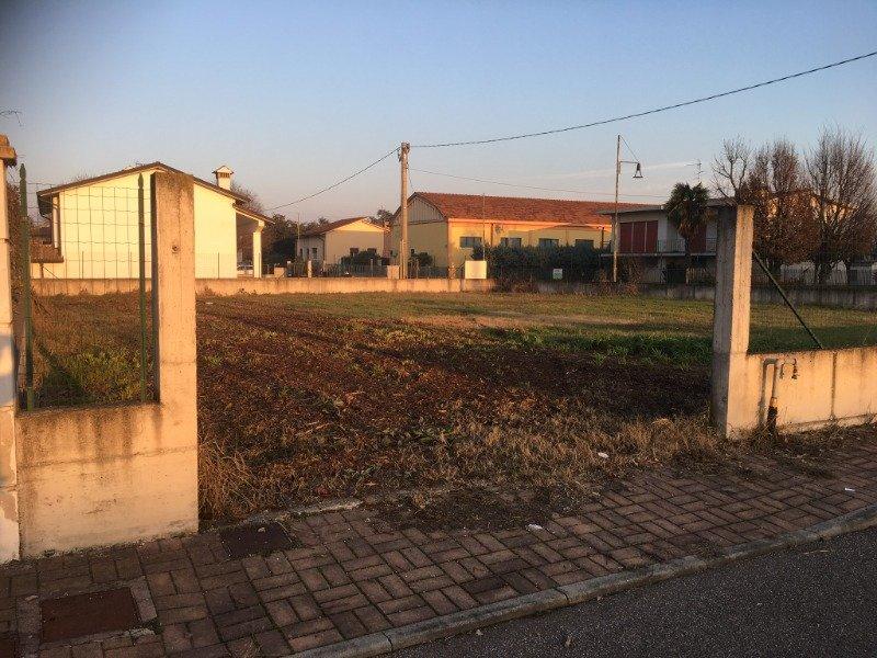 Roverbella terreno edificabile a Mantova in Vendita