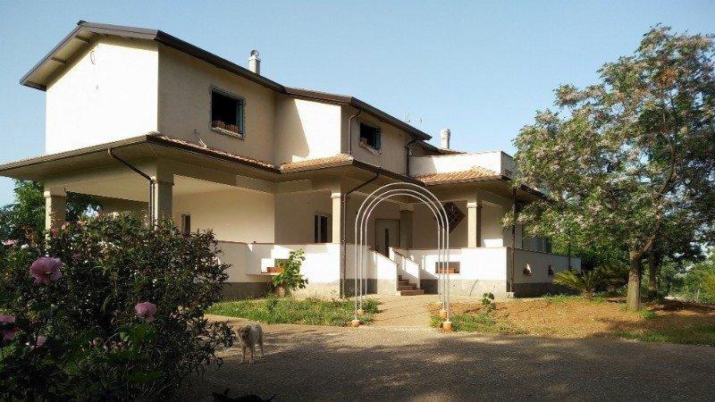 Malvito villa con mansarda e giardino a Cosenza in Vendita
