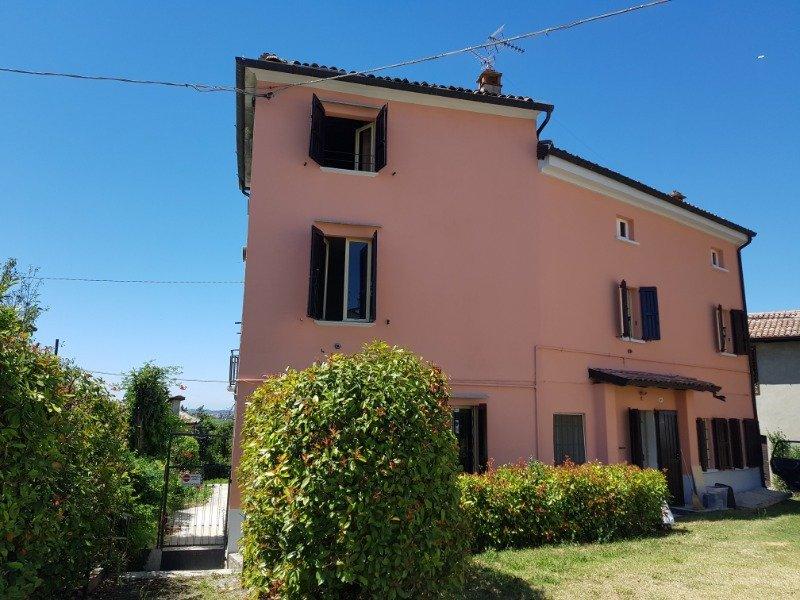 Ziano Piacentino villa panoramica a Piacenza in Vendita