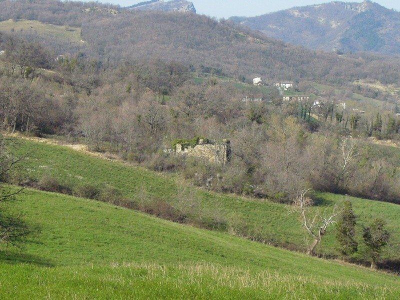 Novafeltria rudere panoramico con terreno a Rimini in Vendita