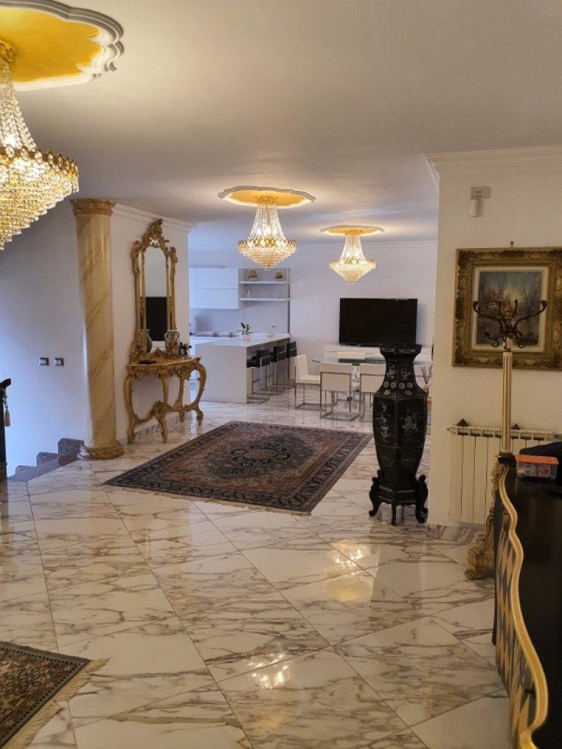 Latina villa bifamiliare a Latina in Vendita
