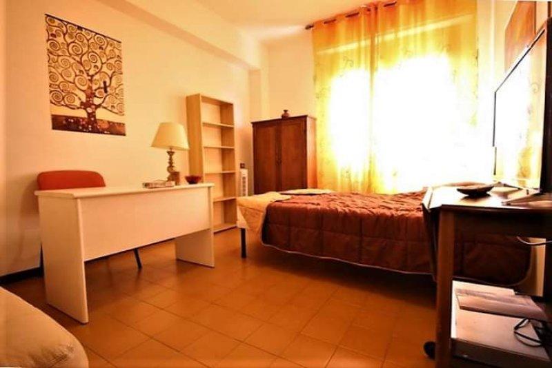Roma stanza arredata con letto matrimoniale a Roma in Affitto