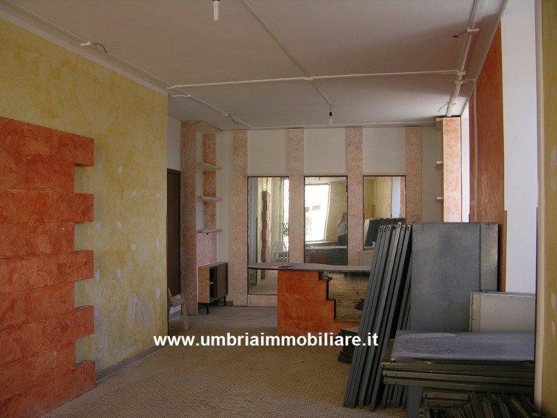 Gualdo Cattaneo locale commerciale a Perugia in Vendita
