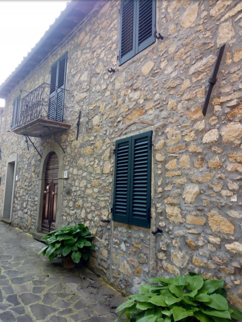 Molazzana casa di paese in pietra a Lucca in Vendita