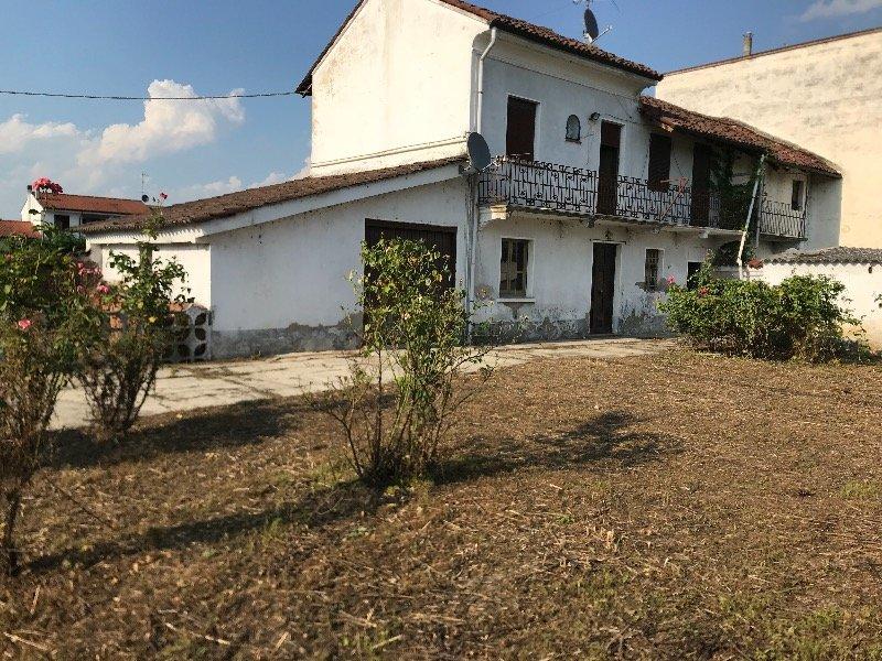 casa indipendente da ristrutturare a Robbio a Pavia in Vendita