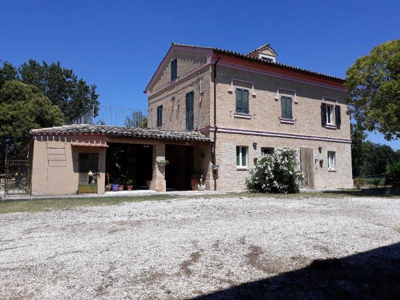 Corridonia casa colonica a Macerata in Vendita
