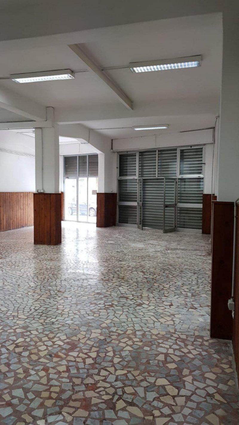 Montebello Ionico locale commerciale a Reggio di Calabria in Vendita