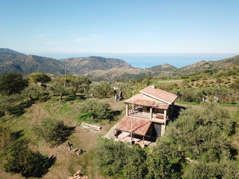 Pollina casa più terreno a Palermo in Vendita