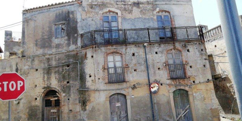 Furnari rustico a Messina in Vendita