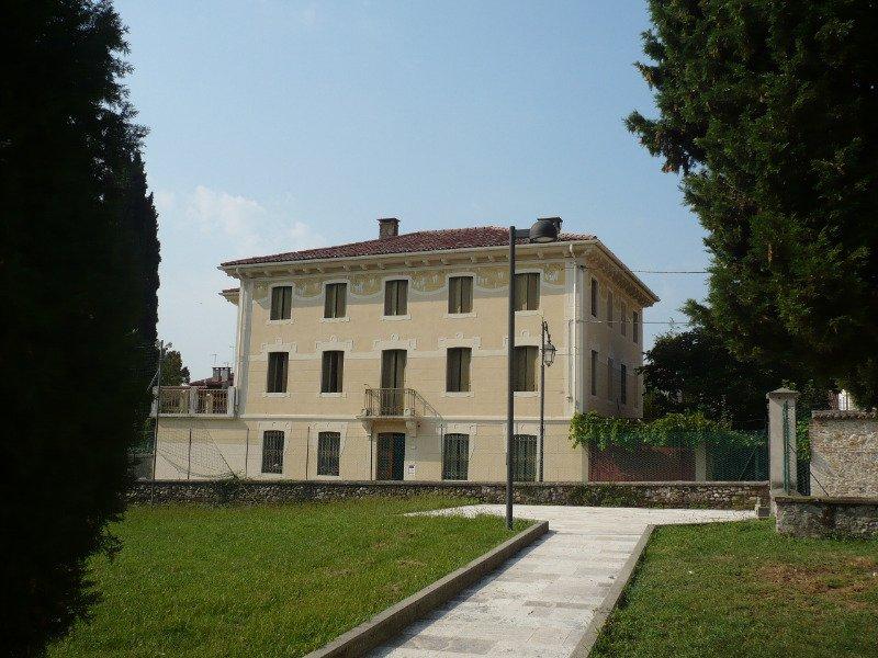 Marostica villa con terreno edificabile a Vicenza in Vendita