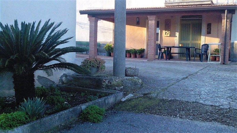 Pietrelcina in zona collinare casa a Benevento in Vendita