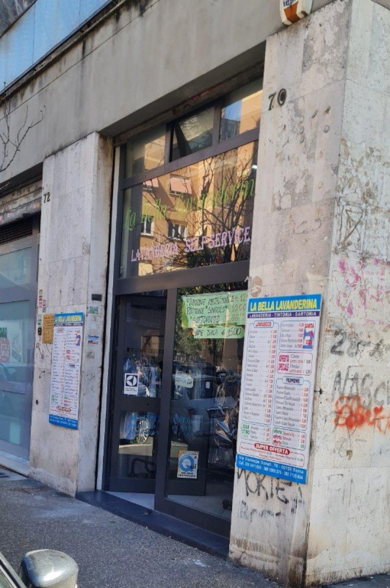 Locale commerciale sito a Casalbruciato a Roma in Vendita
