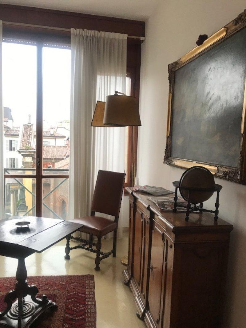 Milano in ampio studio legale stanze a Milano in Affitto