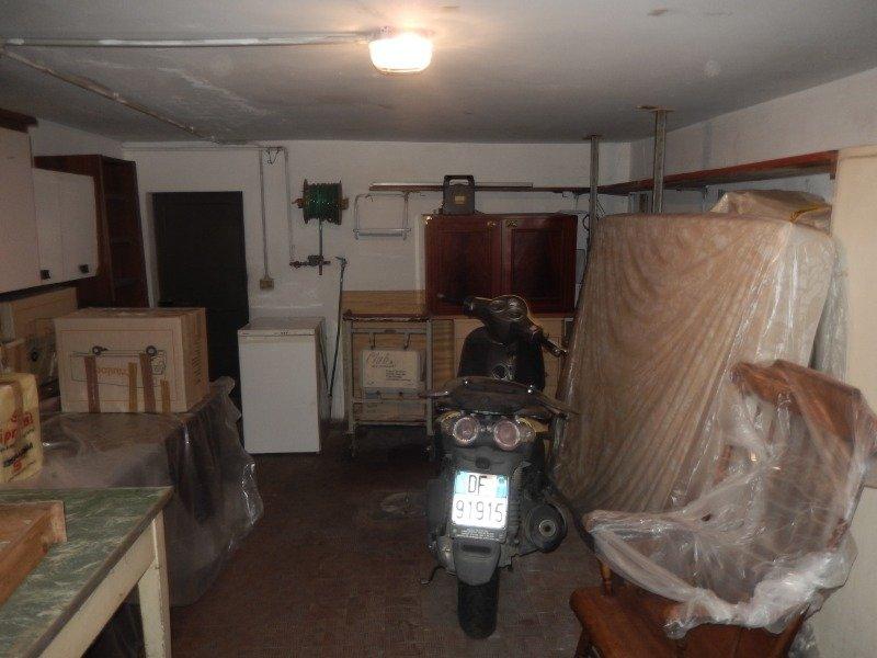 Sesto Fiorentino garage per rimessaggio auto a Firenze in Vendita