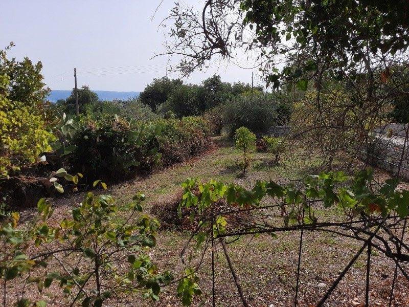 Modica frazione Frigintini proprietà con casale a Ragusa in Vendita