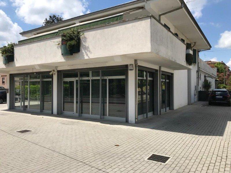 locale in zona centrale a Cavezzo a Modena in Affitto