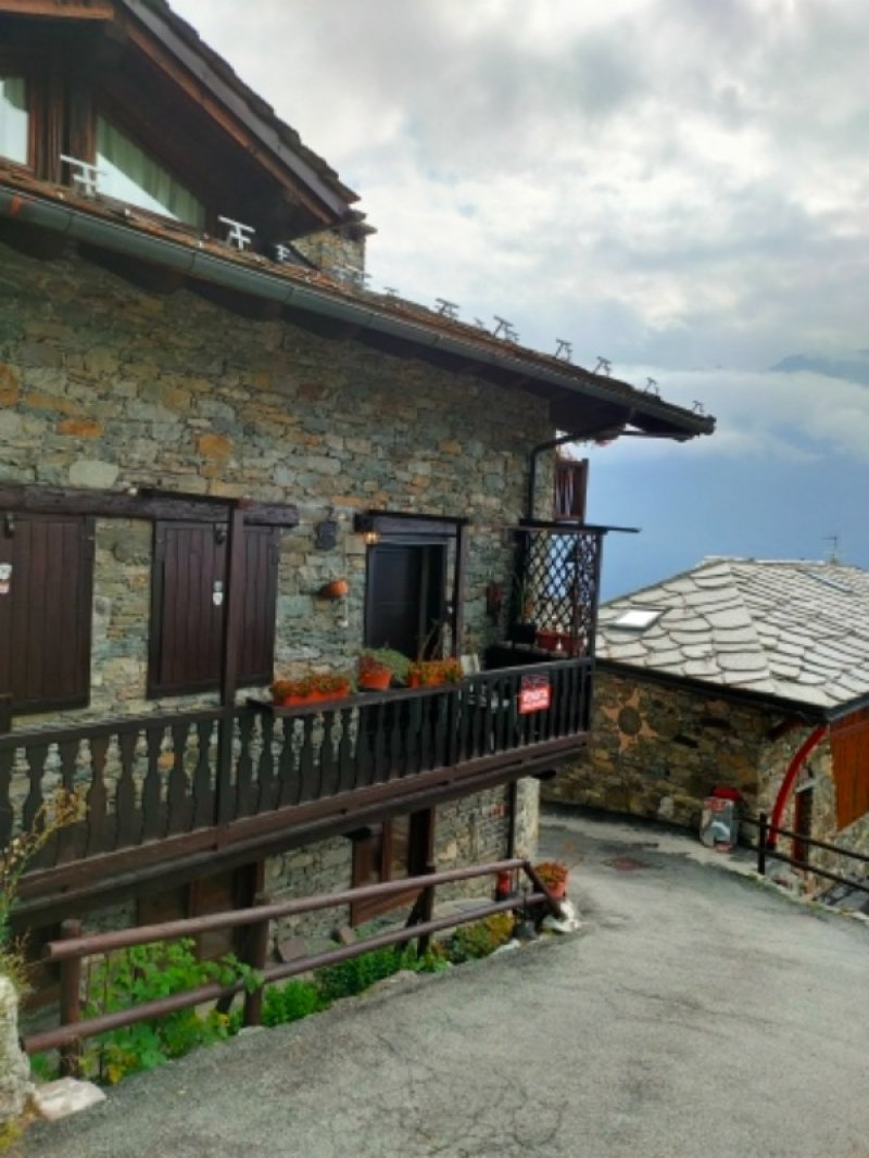 La Salle alloggio con box e cantina a Valle d'Aosta in Vendita