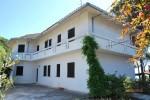 Annuncio affitto Appartamenti in villa in riva al mare a Pula