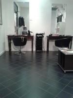 Annuncio vendita Negozio di parrucchiere arredato