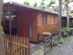Annuncio vendita Salea cedo casetta in legno accostata a roulotte