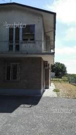 Annuncio vendita Sant'Agata sul Santerno casa con giardino