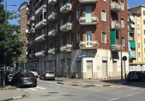 Annuncio vendita Torino locale con 5 vetrine per qualsiasi atti ...