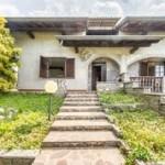 Annuncio vendita Varano Borghi villa Parini