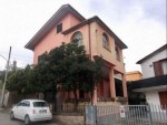 Annuncio vendita A Montorio al Vomano casa con giardino