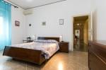 Annuncio affitto Roma ampia camera con uso servizi